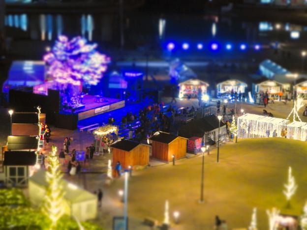 グローバルゲートから見下ろした夜の「ささしまクリスマス」会場(ミニチュアライズ)- 4