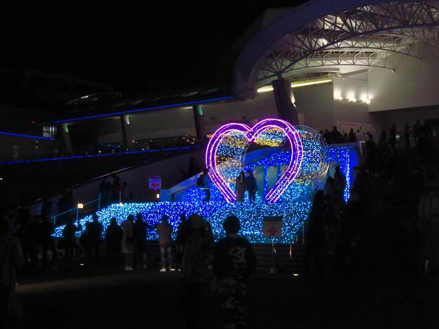 名古屋港水族館入り口のハートの記念撮影スポット - 1