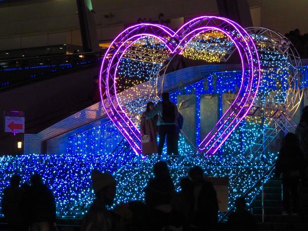 名古屋港水族館入り口のハートの記念撮影スポット - 3