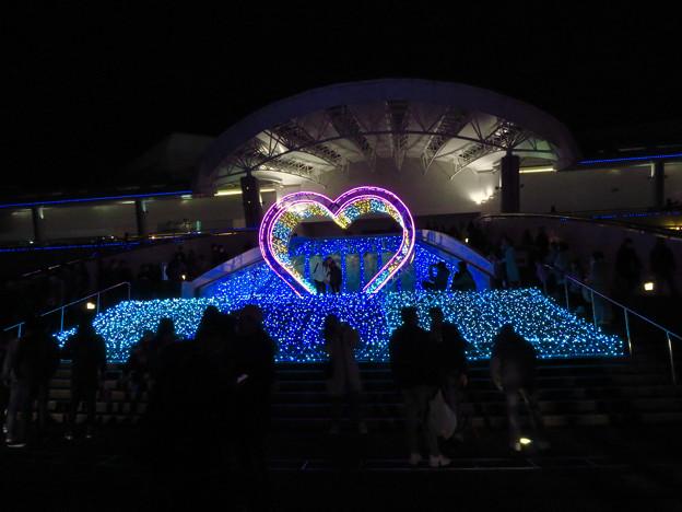 名古屋港水族館入り口のハートの記念撮影スポット - 4