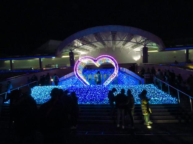 名古屋港水族館入り口のハートの記念撮影スポット - 6