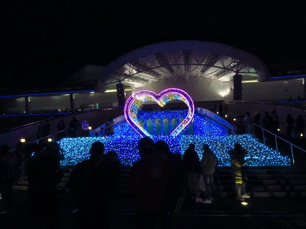 名古屋港水族館入り口のハートの記念撮影スポット - 9