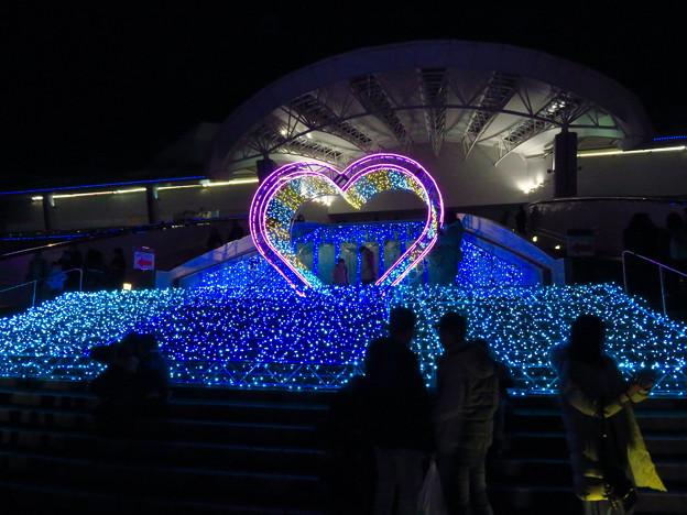 名古屋港水族館入り口のハートの記念撮影スポット - 10