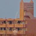 落合公園水の塔から見た景色 - 4:マンション越しに僅かに見えたツインアーチ138