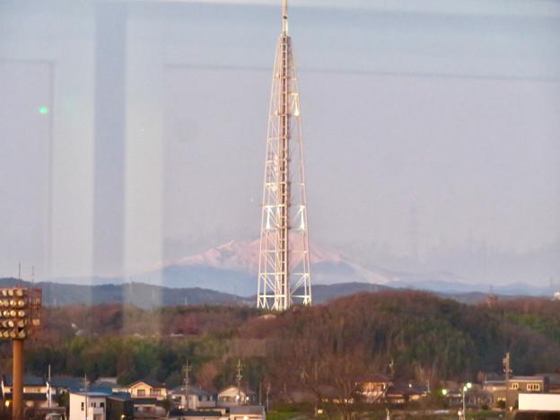 芸大通駅付近から見た瀬戸デジタルタワーと御嶽山 - 1