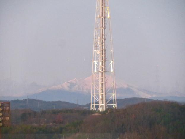 芸大通駅付近から見た瀬戸デジタルタワーと御嶽山 - 2