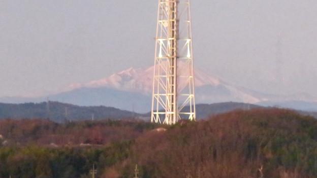 芸大通駅付近から見た瀬戸デジタルタワーと御嶽山 - 4