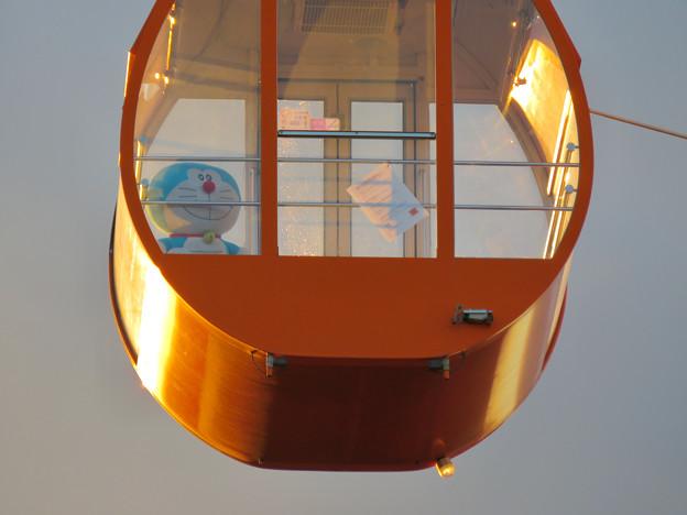 愛・地球博記念公園の大観覧車 - 4:ゴンドラの中にいたドラえもん(の人形)