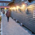 犬山城下町に新たに整備されてた「本丸スクエア」- 6:通路の壁の三州鬼瓦