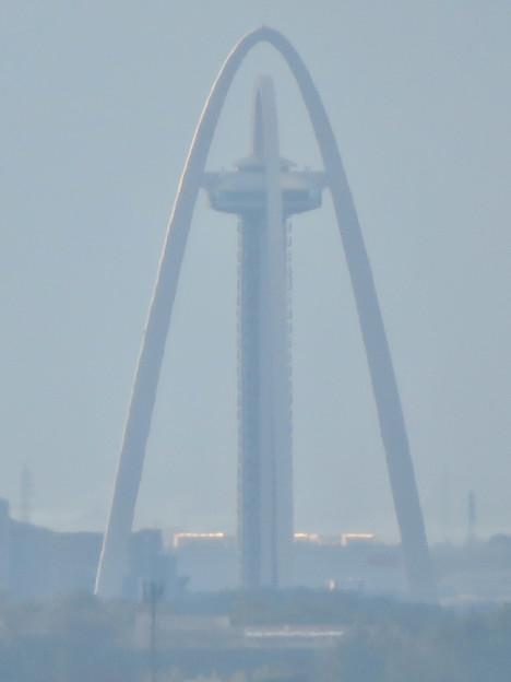 モンキーセンターから見た景色 - 10:ツインアーチ138