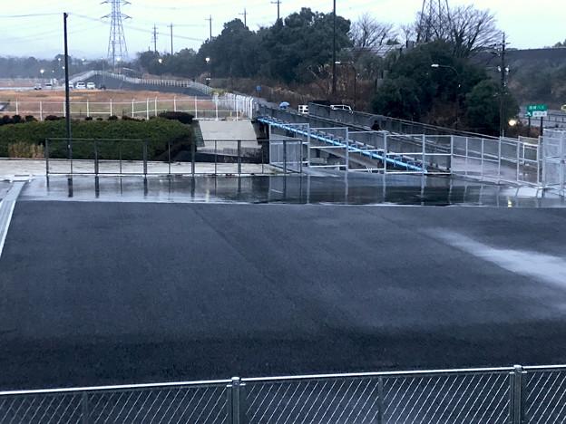 桃花台線の桃花台中央公園南側撤去工事(2020年1月7日):フェンスで覆われた無意味な撤去跡地 - 2