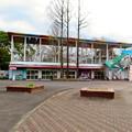 Photos: 日本モンキーセンター No - 44:元は何かの施設だったと見られる休憩所