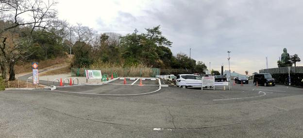 東之宮古墳へと通じる歩道入り口と犬山成田山 - 3:パノラマ