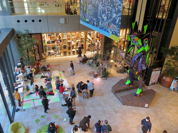 グローバルゲート1階にエヴァ初号機像が設置 - 10