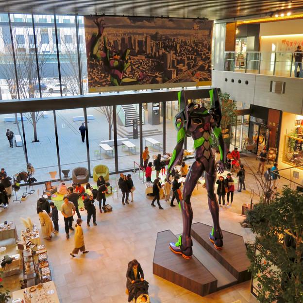 グローバルゲート1階にエヴァ初号機像が設置 - 12