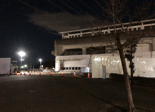 桃花台線の透過だ東駅周辺撤去工事(2020年1月15日):駅舎の撤去始まる? - 1