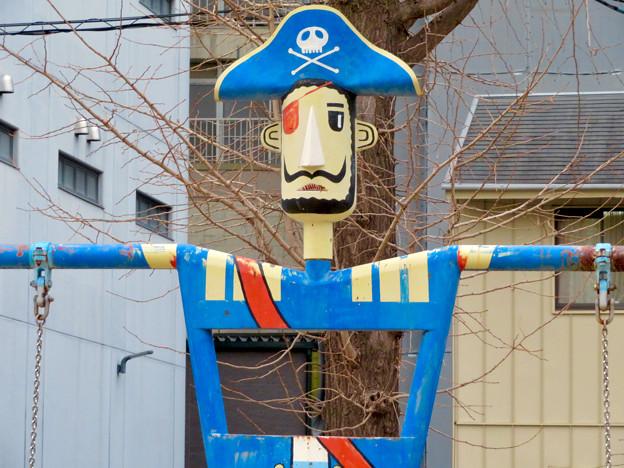 大須商店街:裏門前公園に海賊モチーフのブランコ - 3