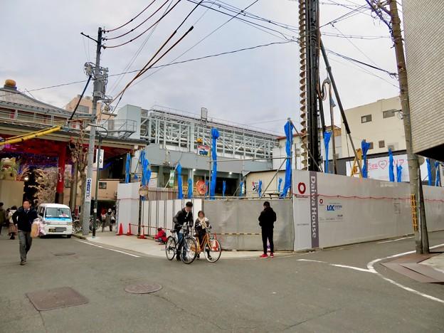 大須招き猫広場横に新しい建物の建設始まる