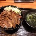 韓丼 春日井店:カルビ丼とワカメスープ