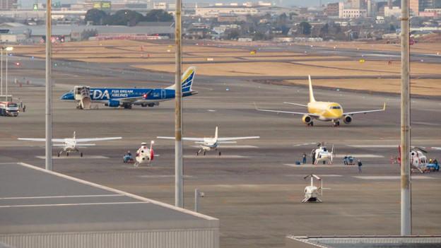 エアポート名古屋スカイデッキから見えたFDAの飛行機 - 1