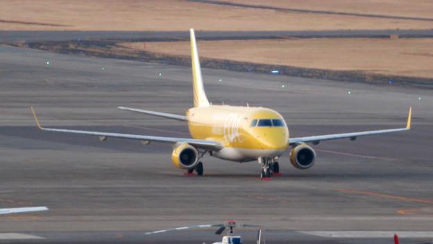 エアポート名古屋スカイデッキから見えたFDAの飛行機 - 2