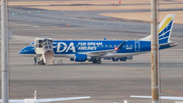 エアポート名古屋スカイデッキから見えたFDAの飛行機 - 3