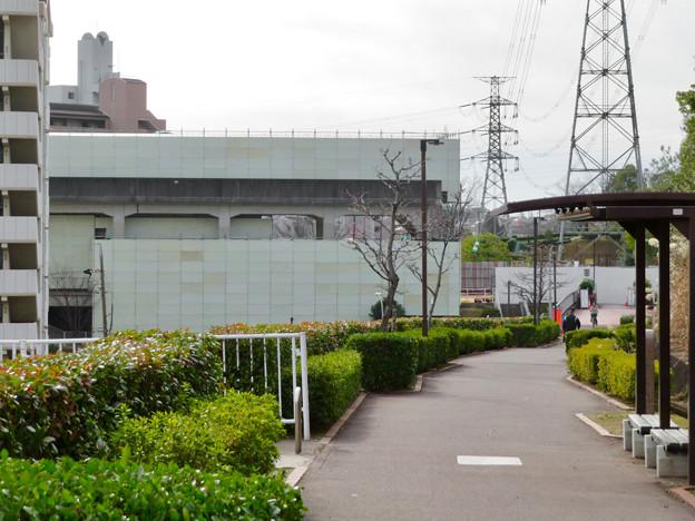 桃花台線の桃花台東駅撤去工事(2020年1月25日):ホーム部分も覆われる - 1