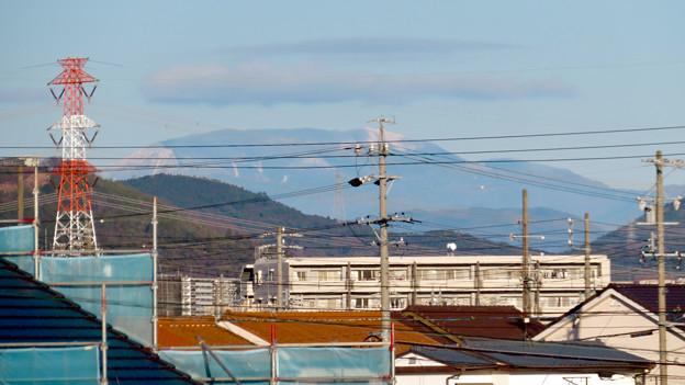 春日井市内から見えた薄っすら雪を頂く恵那山と笠雲 - 4