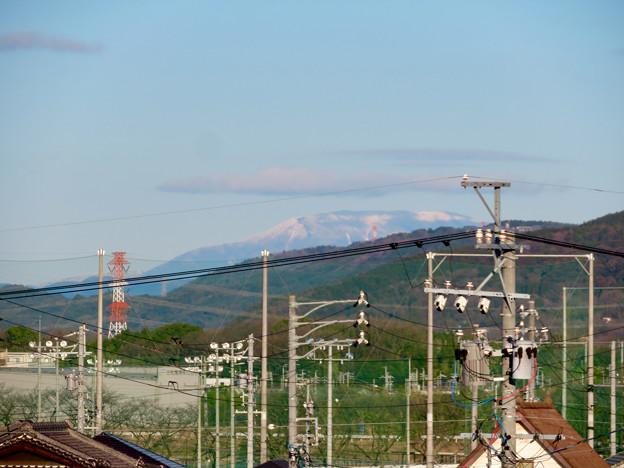 春日井市内から見えた薄っすら雪を頂く恵那山と笠雲 - 6