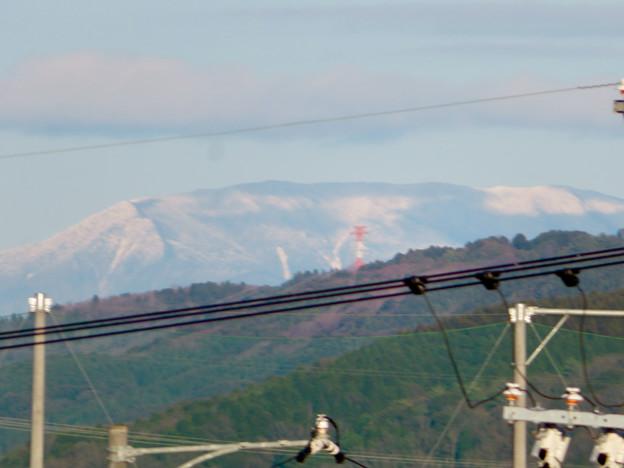 春日井市内から見えた薄っすら雪を頂く恵那山と笠雲 - 7