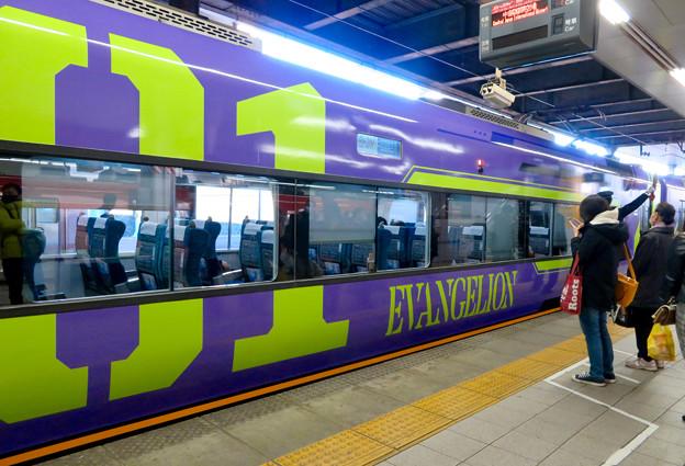 名鉄金山駅に停車したエヴァ仕様のミュースカイ - 3
