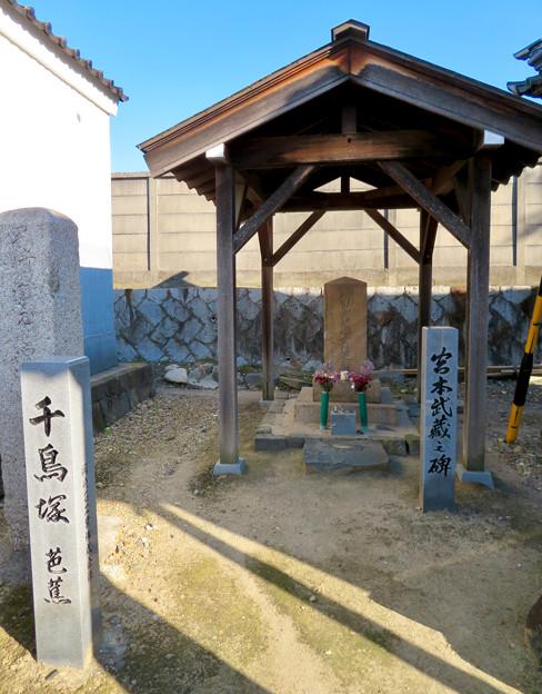 笠寺観音:松尾芭蕉の千鳥塚と宮本武蔵之碑