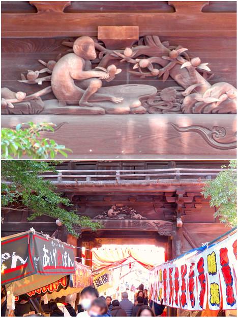 笠寺観音の山門にある猿の彫刻 - 3