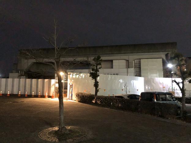 桃花台線の桃花台東駅撤去工事(2020年2月7日) - 6:駅舎上部のホーム部分が撤去