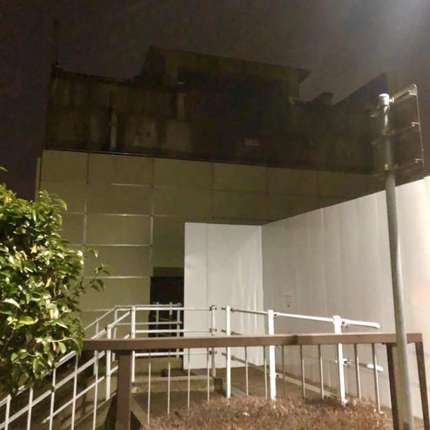 桃花台線の桃花台東駅撤去工事(2020年2月7日) - 11:駅舎上部のホーム部分が撤去