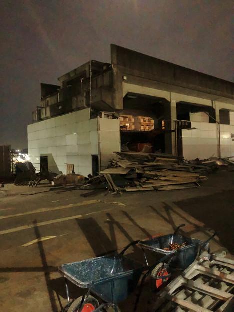 桃花台線の桃花台東駅撤去工事(2020年2月7日) - 16:1階部分も一部解体撤去
