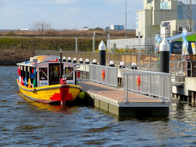 みなとアクルス乗船場に停泊する「クルーズ名古屋」の船 - 5