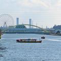中川運河を移動する2艘の水上バス「クルーズ名古屋」の船 - 1