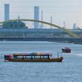 中川運河を移動する2艘の水上バス「クルーズ名古屋」の船 - 2