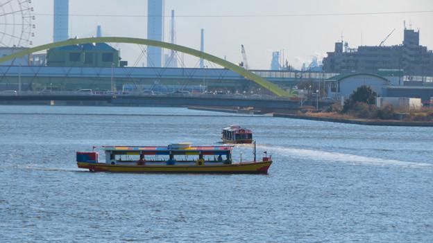 中川運河を移動する2艘の水上バス「クルーズ名古屋」の船 - 3