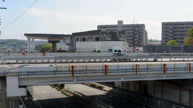 解体工事中の桃花台東駅(2020年2月8日):上部ホーム部分が撤去 - 1