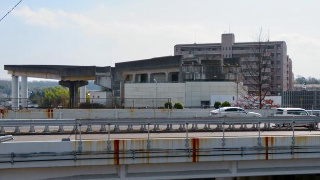 解体工事中の桃花台東駅(2020年2月8日):上部ホーム部分が撤去 - 2