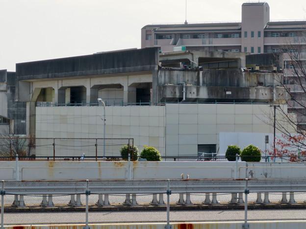 解体工事中の桃花台東駅(2020年2月8日):上部ホーム部分が撤去 - 3