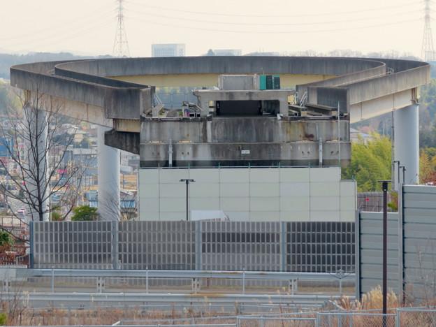 解体工事中の桃花台東駅(2020年2月8日):上部ホーム部分が撤去 - 5