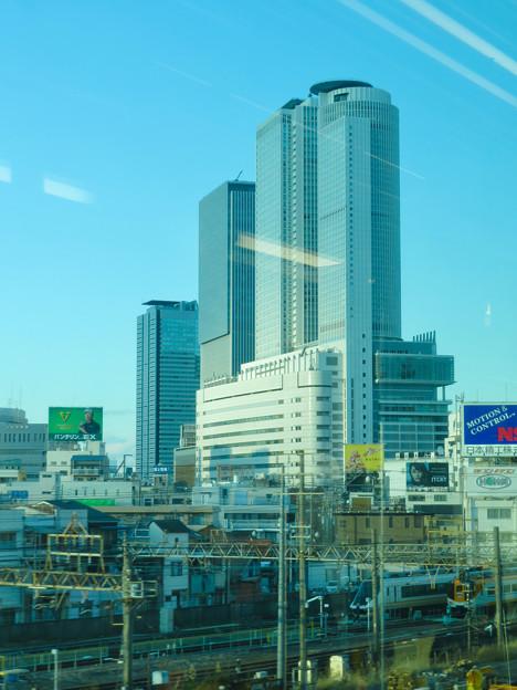 あおなみ線の車内から見えた名駅ビル群 - 1