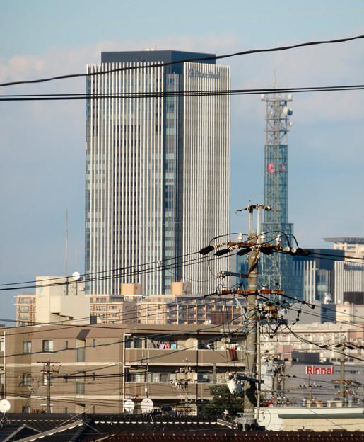 荒子駅から見たグローバルゲートと中京テレビ本社の電波塔