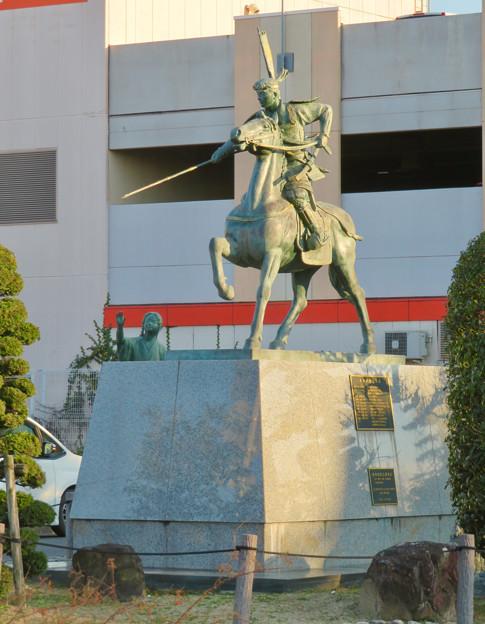 荒子駅前の前田利家とまつの像 - 1