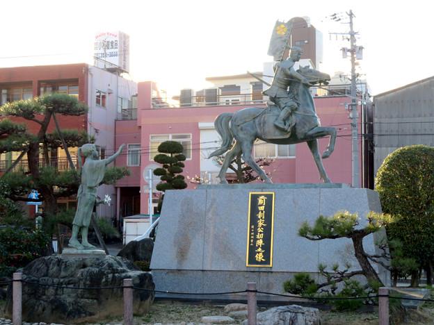 荒子駅前の前田利家とまつの像 - 4
