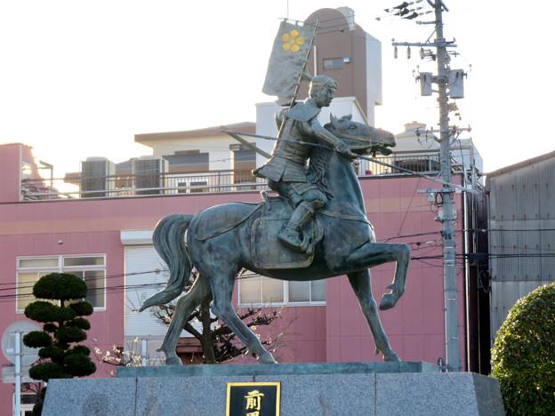 荒子駅前の前田利家とまつの像 - 5