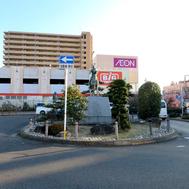 荒子駅前の前田利家とまつの像 - 7